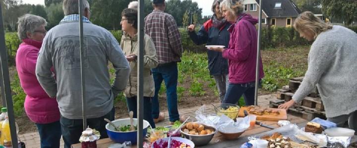 Het jaarlijkse oogstfeest voor mensen met een eigen moestuin kavel.